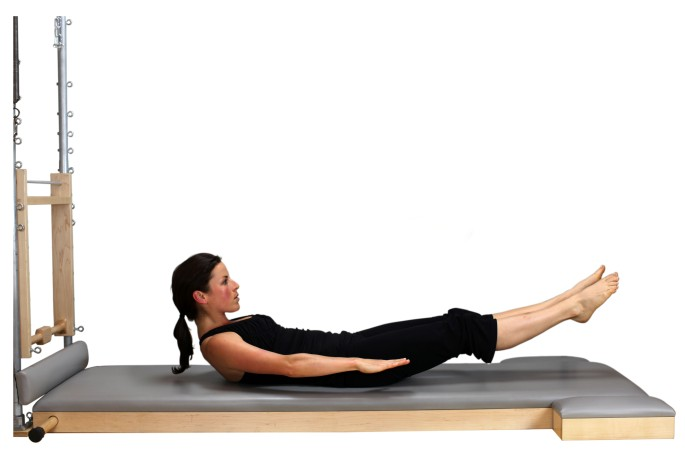 The Hundred original realizado no aparelho de Pilates chamado Mat. Fonte: mommyrunfast.com