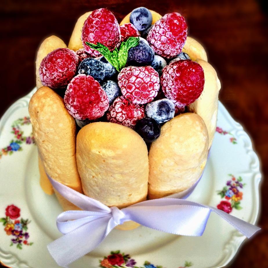 Charlotte de Frutas Vermelhas – Por Nanda PCarneiro