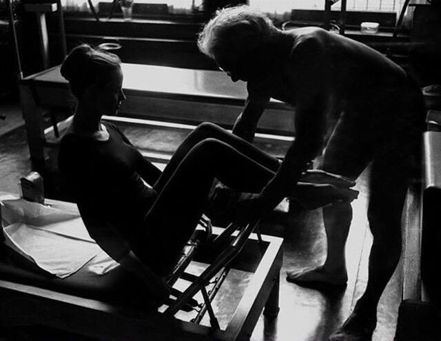Stomach Massage – Por MyraHirano