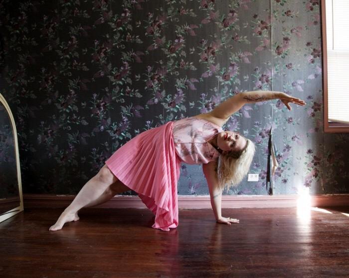 Um Ensaio Fotográfico Deslumbrante Para Fazer Você Repensar Sobre Como é um Corpo de Pilates- Larkin Clark por MyraHirano